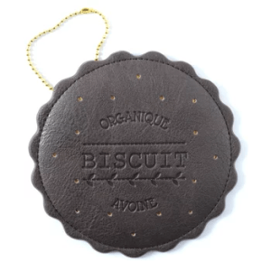 FLAPPER Biscuit Pass Case Dark Brown