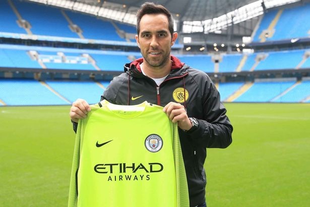 PAY-Manchester-City-Unveil-New-Signing-Claudio-Bravo-Etihad-Stadium