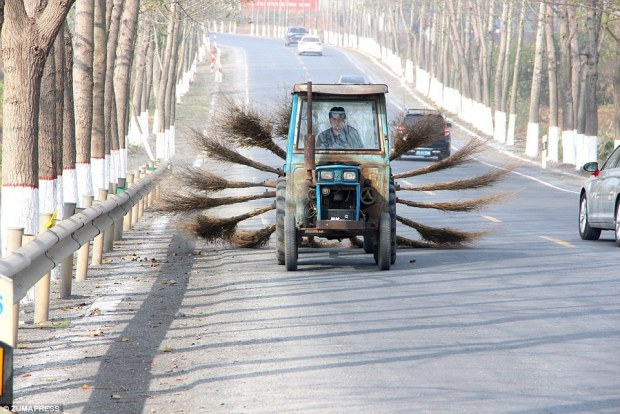 3a5bbf7600000578-3933928-the_road_cleaning_machine_is_highly_efficient_to_sweep_the_debri-a-2_1479127882446