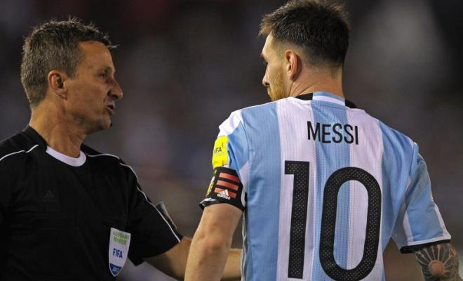 Lionel Messi anena baada ya kufungiwa na FIFA kwa kumtukana refa