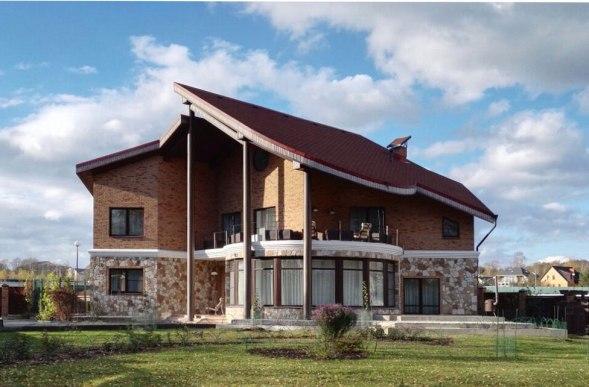 Уютный загородный дом. Общий вид