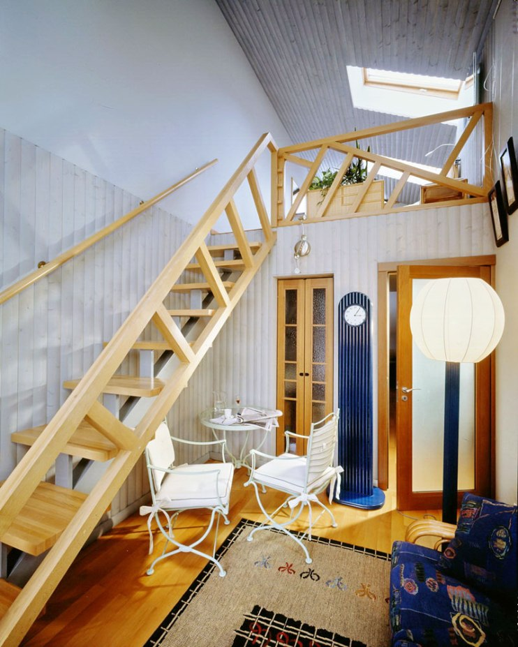 Лестница на антресоль спальни