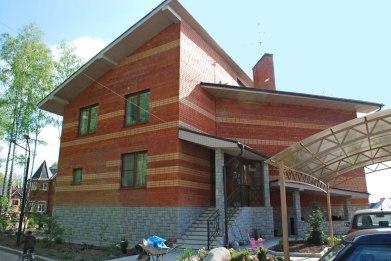 Современный дом в стиле чешский кубизм. Главный фасад