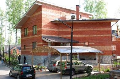 Современный дом в стиле чешский кубизм. Общий вид