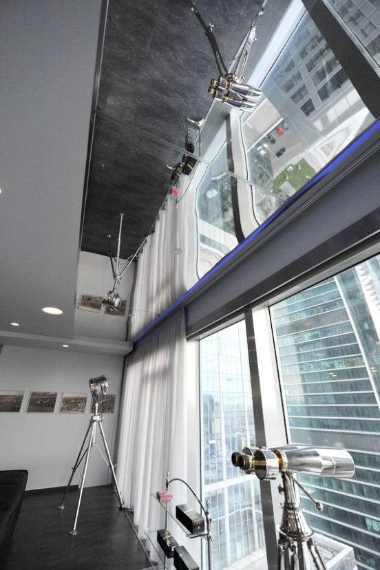 Дизайн интерьера квартиры в стиле хай-тек. Зеркальный потолок