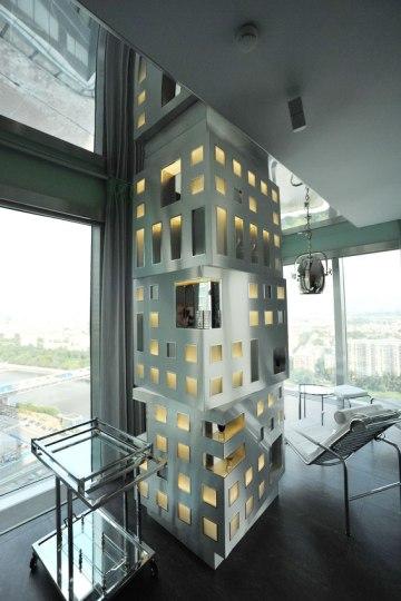 Дизайн интерьера квартиры в стиле хай-тек. Декоративный элемент в гостиной