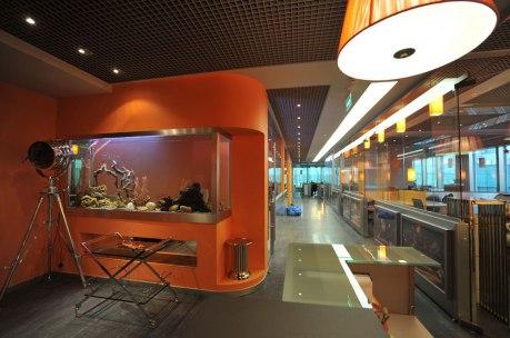 Дизайн интерьера офиса в стиле хай-тек. Рецепция