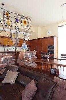 Дизайн интерьера квартиры в стиле Гауди. Вид на кухню