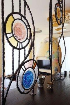 Дизайн интерьера квартиры в стиле Гауди. Решетка