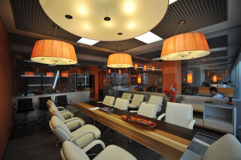Дизайн интерьера офиса в стиле хай-тек. Переговорная