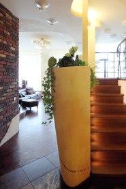 Дизайн интерьера квартиры в стиле Гауди. Лестница