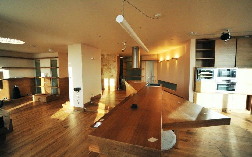 Дизайн интерьера квартиры в стиле контемпорари. Кухня-столовая-гостиная