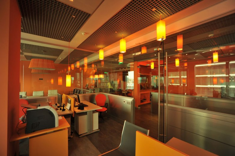 Дизайн интерьера офиса в стиле хай-тек. Свет