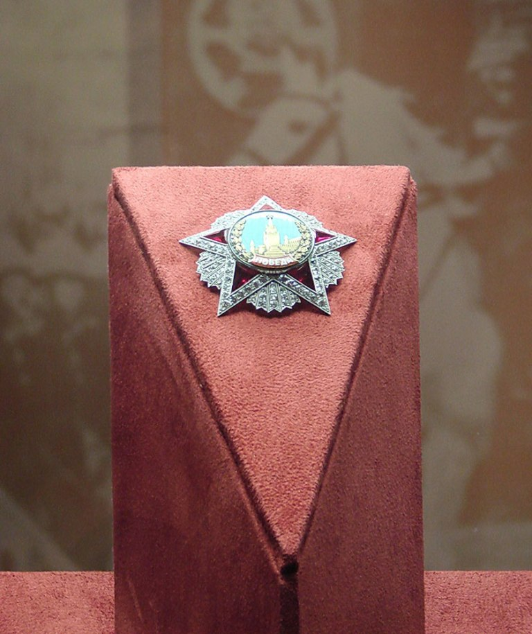 Дизайн интерьера выставки 60 лет Победы в Большом Кремлёвском дворце в Москве