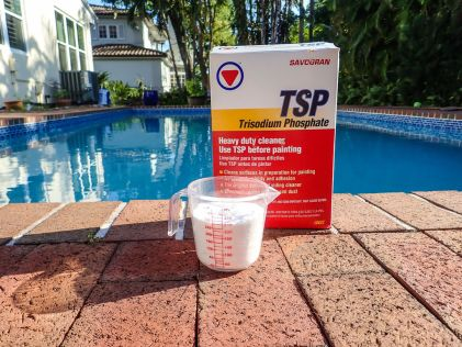 This white powdery stuff is Trisodium Phosphate - TSP. You'll want to use 1 cup per five gallons for this application.