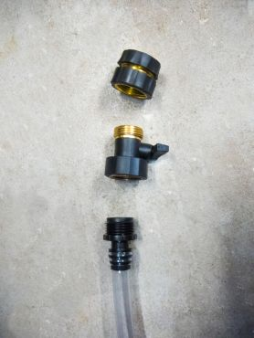 This part is to shut off the flow and avoid loosing all the fluid in the hose.