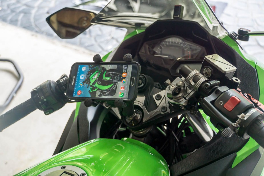 If you need a GPS while riding, look no further than your smartphone. In my opinion, this is the best way to mount it on the Kawasaki Ninja 300.
