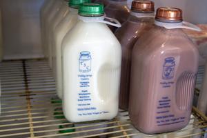 Trickling Springs Organic Milk Bottle 32 Ounce