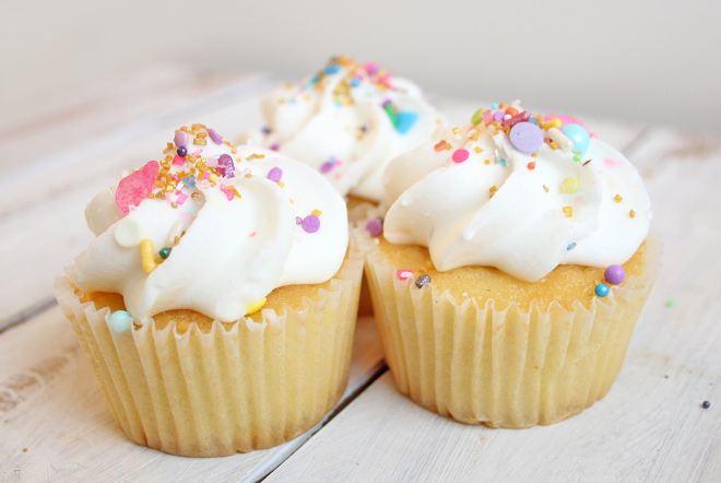 simple vanilla cupcakes