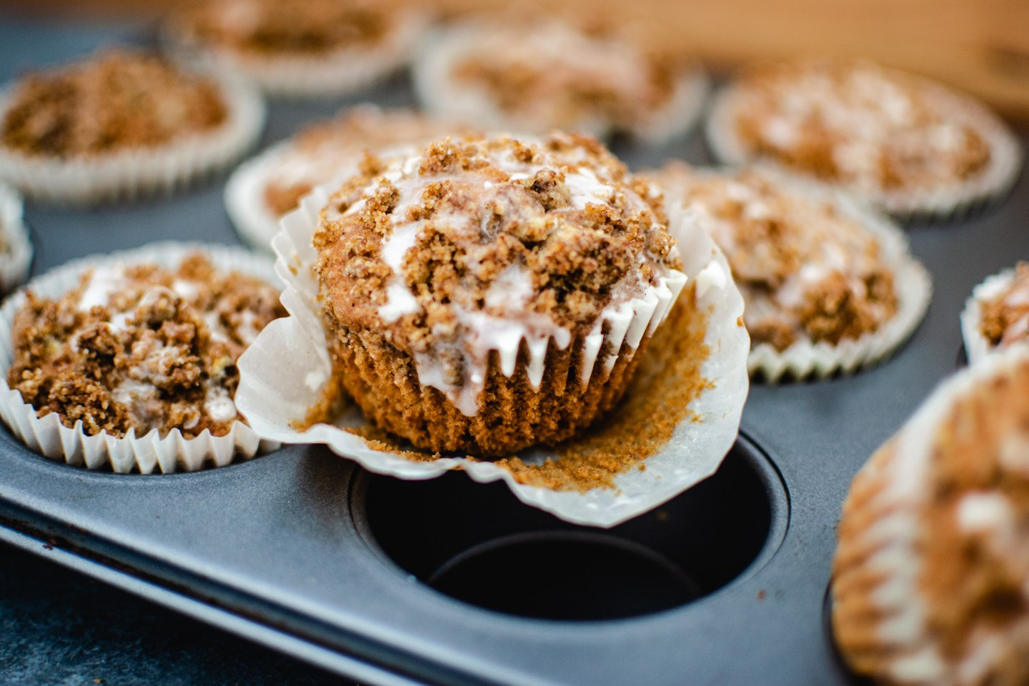 spicy apple crumble muffins