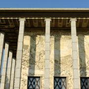 Le bas-relief de la façade Alfred Janniot s'étend sur 1100m2