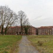 l'arrière du palais social, depuis le jardin de la presqu'île