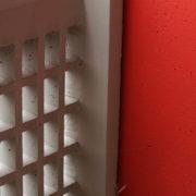Le Corbusier, Briey, Garde corps des balcons: le quadrillage de type moucharabieh , permet de voir l'extérieur sans être vu.