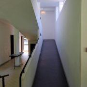 Le Corbusier, la villa Savoye, Rampe du rez-de-chaussee vers le 1er etage