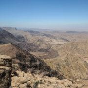 Trek vers le Petit Petra. Vue panoramique sur la vallée du Jourdain et Israel