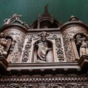 fonts baptismaux en ch�ne sculpt�