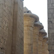 Karnac - Le 2eme pylone et les colonnes de l'axe central, hautes de 24 mêtres
