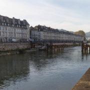 Les quais du Doubs, et le pont battant reconstruit pour le passage du tramway