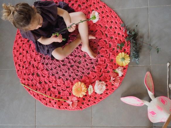 diy crocheter un tapis en fil trapilho