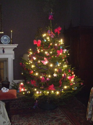 christmas-tree-in-princess-and-the-pea-bedroom
