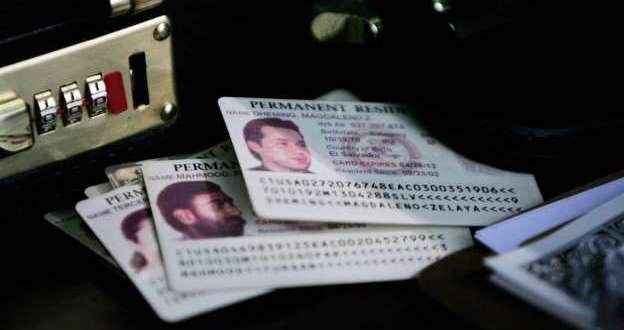 Advierten a residentes permanentes sobre nuevas reglas que los ponen en riesgo de deportación