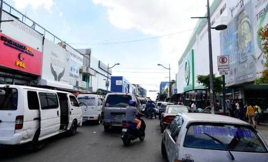 El sector comercial pide extender el horario del toque de queda de los sábados
