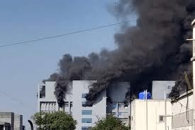 Se incendió en la India la sede del mayor fabricante de vacunas del mundo