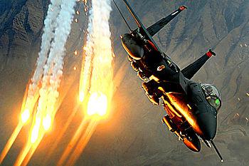 English: An F-15E Strike Eagle ...