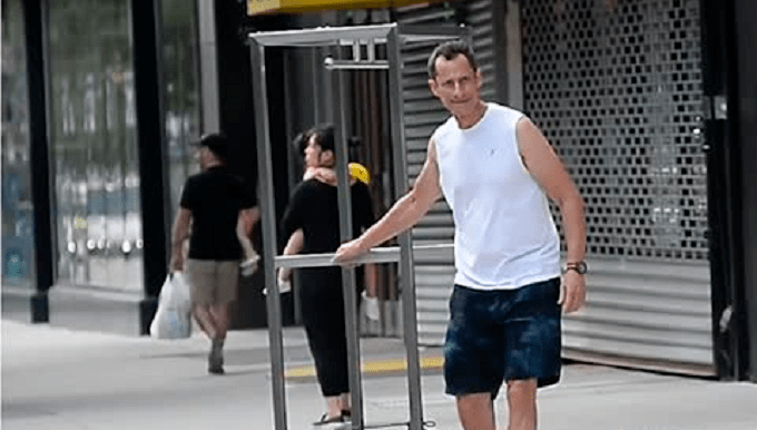 Anthony Weiner moves back in with Huma Abedin