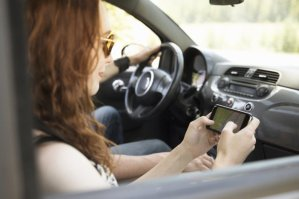 Police in Australia fining drivers if passengers seen using mobile phones