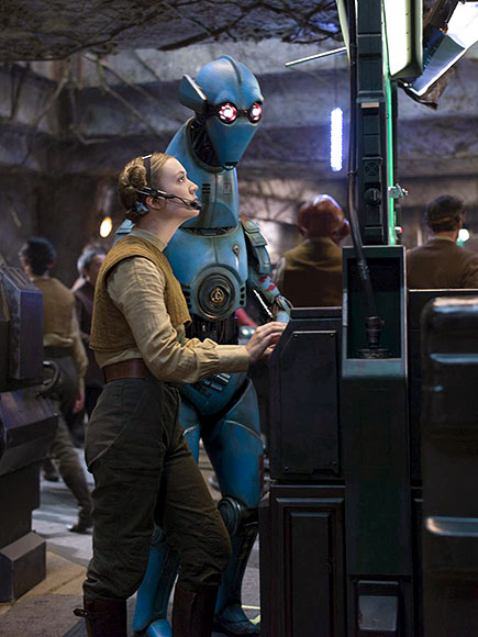 New Star Wars The Force Awakens Promotional Images _ Billie Lourde an PZ-4CO Protocol Droid Resistance