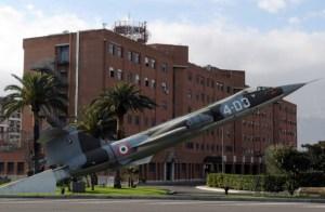 "Abb. 1: Gebäude des Commando Operative di Vertice Interforze am Militärflugplatz Aeroporto ""F. Baracca"" in Rom (Aeronautica Militare)."