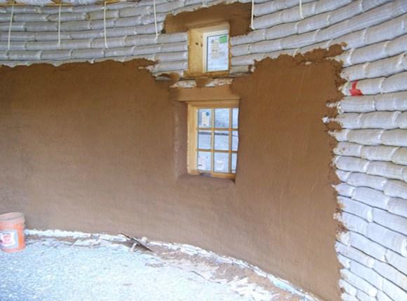 Malterisanje može biti cementom, krečnim malterom ili zemljom. Vrlo je prosto svako to može sam uraditi.