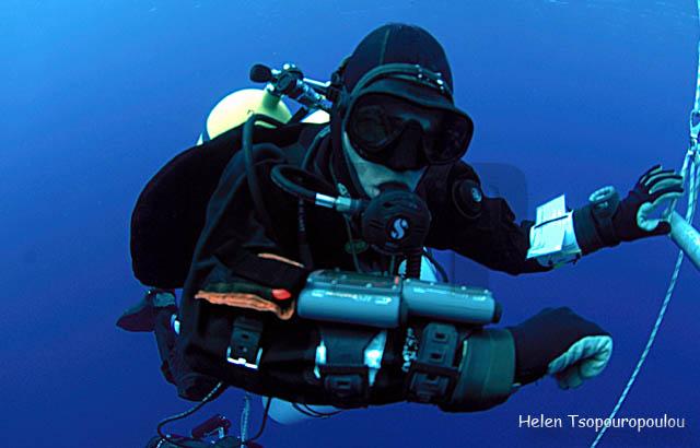 D09_03 Δοκιμάζοντας τα πειραματικά dive computer 'Explorer' της HydroSpace Engineering - 1 / Testing the experimental HS Explorer dive computers - 1