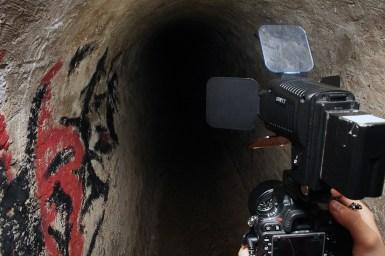 Duboko u tunelima.