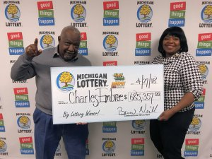 Charles Embree and his wife, Phylis, pose for a photo after collecting a $685,357 Fast Cash Jackpot Slots progressive jackpot.