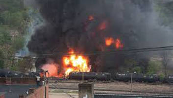 railroad-cars-crude-oil-burning-fire
