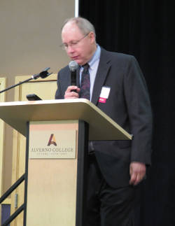 Russell Brooker, director of the Alverno College Political Science program, moderating the forum. Photo by Karen Stokes