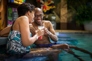 couple-sharing-drinks-pool-wisconsin-dells