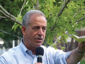 Russ Feingold addresses community at Sherman Park Barbeque. (Photo by Karen Stokes)